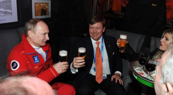 Volgens Peter Breedveld zijn het de bierdrinkende patatvretende lageropgeleide PVVstemmers die alles kapot maken.